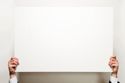 Holding「Holding blank board」:スマホ壁紙(18)