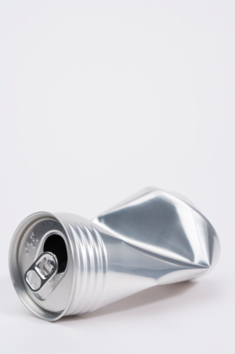 Shinagawa-ku「Crushed aluminum can, white background, copy space」:スマホ壁紙(6)