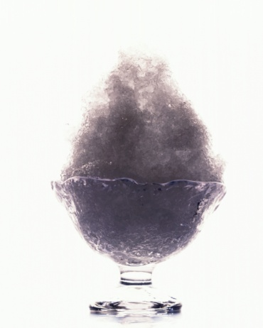 shaved ice「Shaved ice with purple syrup, front view, white background, cut out」:スマホ壁紙(14)
