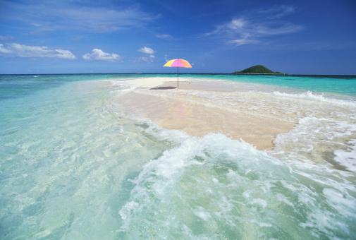 南国「Grenada, beach umbrella on sand bar」:スマホ壁紙(19)