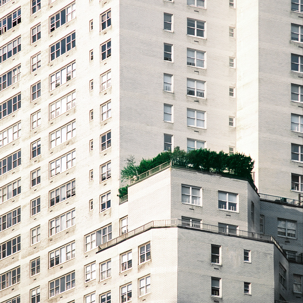 skyscraper「High rise apartments on West Side mid-town Manhattan New York with garden on one」:写真・画像(11)[壁紙.com]