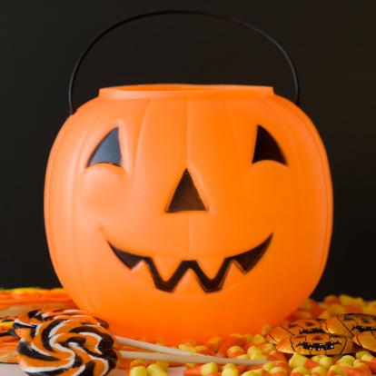 トリックオアトリート「Jack-o-lantern pail and Halloween candy」:スマホ壁紙(12)