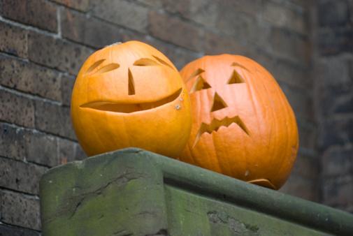 ハロウィーンのカボチャ「Jack-o-lanterns on banister」:スマホ壁紙(12)