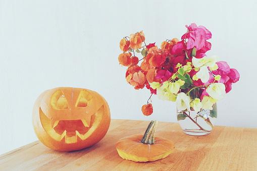 ハロウィン「Jack-o-lantern pumpkin and flowers」:スマホ壁紙(14)