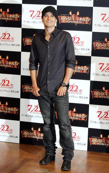 オーランド・ブルーム「Johnny Depp Promotes 'Pirates Of The Caribbean: Dead Man's Chest' In Tokyo」:写真・画像(10)[壁紙.com]