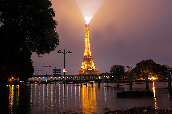 Torrential Rain「Heavy Rain Flooded Parts Of Paris Near The Louvre & Orsay Museum」:写真・画像(17)[壁紙.com]