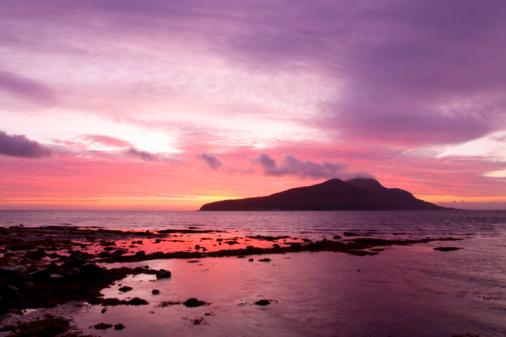 Island of Arran「View to Holy Isle at dawn, Arran, Scotland」:スマホ壁紙(1)