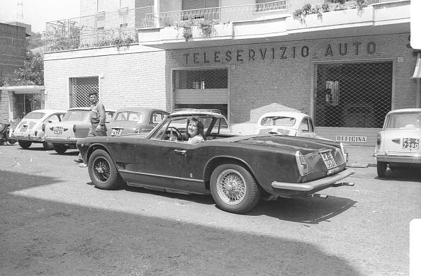 Singer「Mina Mazzini driving a car in 1962」:写真・画像(18)[壁紙.com]