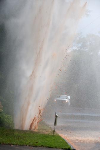 Spraying「Plumbing Emergency: Water main pipe break」:スマホ壁紙(9)