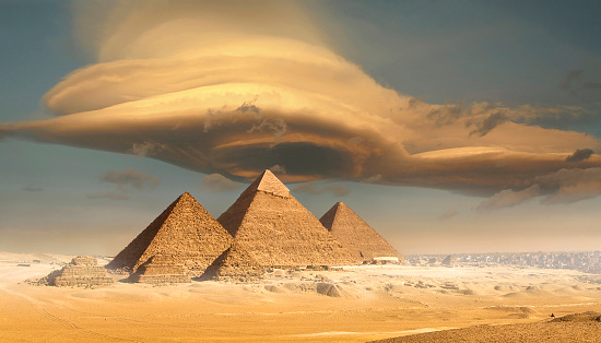 Ancient Civilization「Dramatic storm cloud above pyramids, Giza, Egypt」:スマホ壁紙(2)