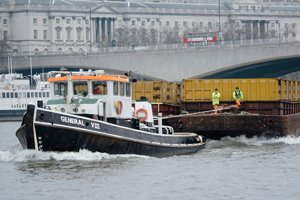 Finance and Economy「Container barge tug on River Thames, London, UK」:写真・画像(15)[壁紙.com]