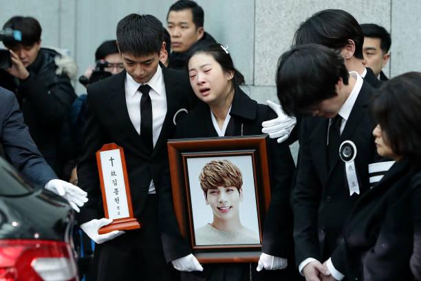 Seoul「Funeral For Pop Idol Jonghyun of SHINee Takes Place」:写真・画像(9)[壁紙.com]