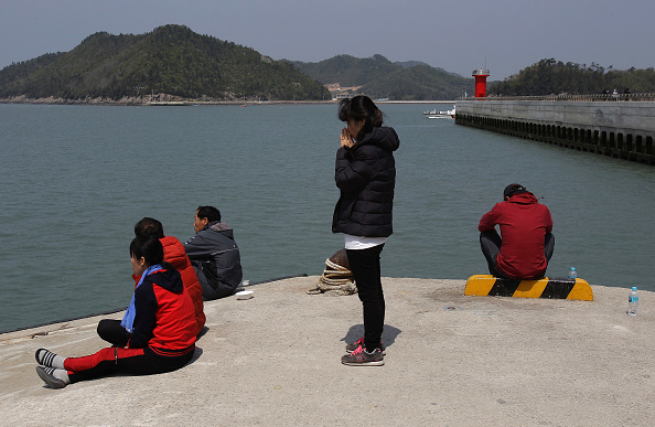 Ferry「Rescue Work Continues At South Korean Ferry Disaster Site」:写真・画像(14)[壁紙.com]