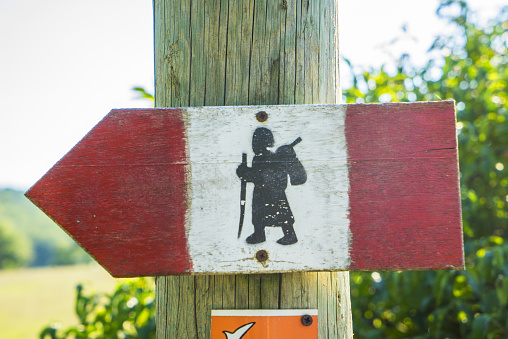 Wooden Post「Badia a Coneo, directional sign of Via Francigena」:スマホ壁紙(11)