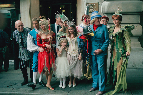 Britt Ekland「Pantomime Cast」:写真・画像(17)[壁紙.com]