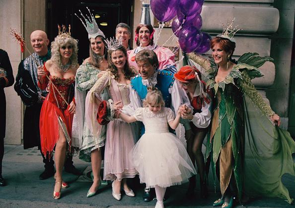 Larry Ellis Collection「Pantomime Cast」:写真・画像(0)[壁紙.com]