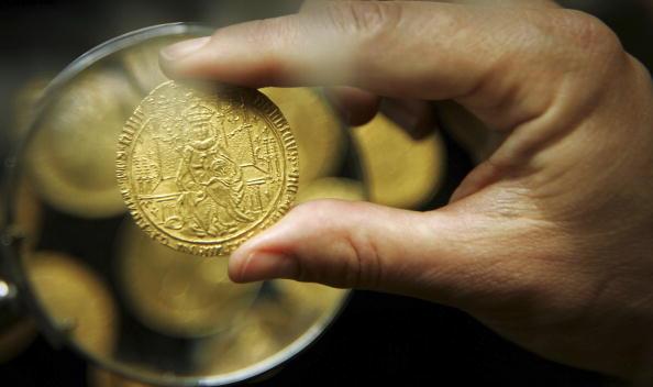 Bruno Vincent「Rare Gold Coin Collection Goes Under The Hammer」:写真・画像(7)[壁紙.com]
