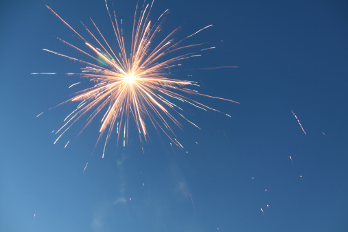 花火「Firework explodes in Sky」:スマホ壁紙(6)