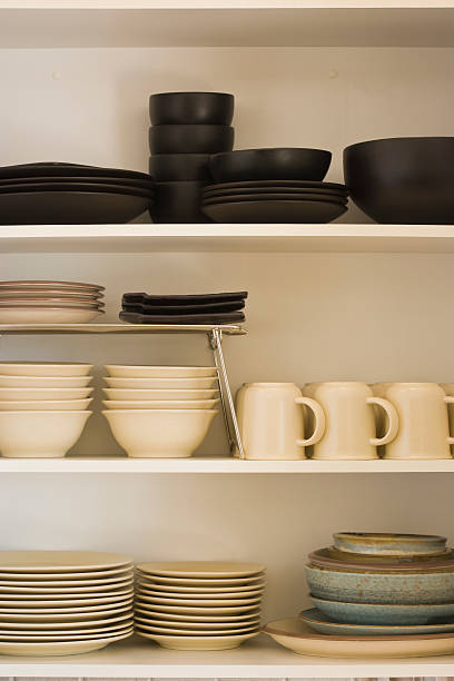 Kitchen cabinet with black and white dishes:スマホ壁紙(壁紙.com)