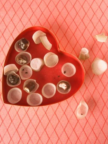 バレンタイン「Eaten box of chocolates」:スマホ壁紙(10)