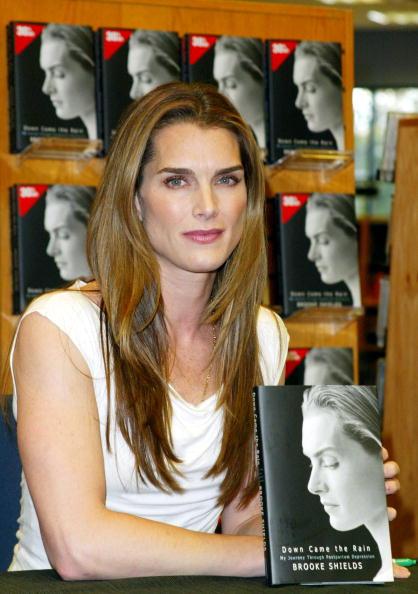 Borders Books「Brooke Shields Book Signing」:写真・画像(2)[壁紙.com]