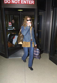 LAX Airport「Brooke Shields At LAX」:写真・画像(3)[壁紙.com]
