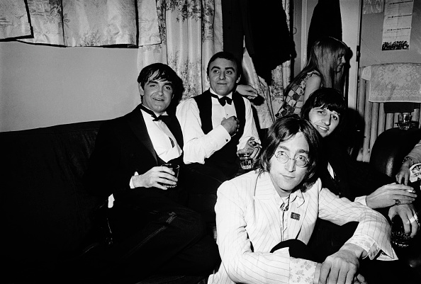 Looking At Camera「Beatles And Friends」:写真・画像(16)[壁紙.com]