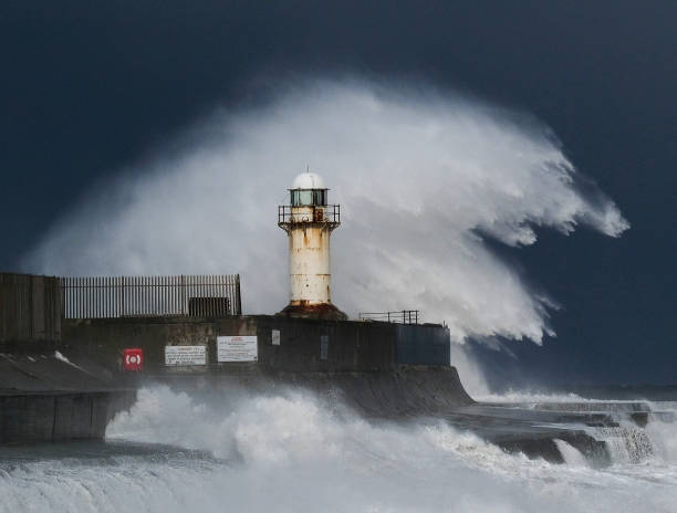 Wave - Water「Britain Freezes As Siberian Weather Sweeps Across The Country」:写真・画像(13)[壁紙.com]