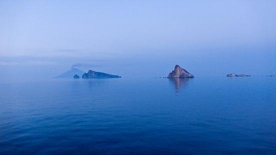 Stromboli Island「Stromboli and Basiluzzo from the ferry boat」:スマホ壁紙(19)