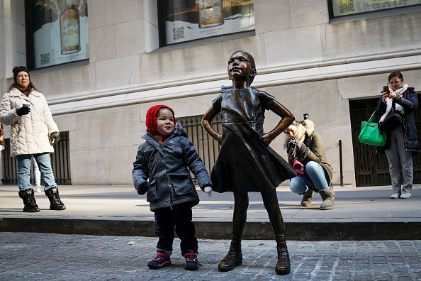 """Famous Place「""""Fearless Girl"""" Statue Moves To Her New Home Across From NY Stock Exchange」:写真・画像(13)[壁紙.com]"""