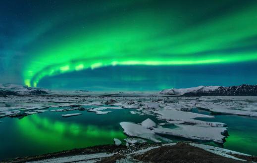 Lagoon「Spectacular aurora display over the glacier lagoon Jokulsarlon in Iceland.」:スマホ壁紙(7)