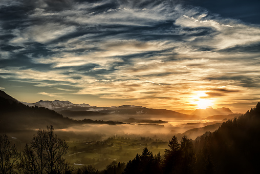 Sunbeam「spectacular sunset over landscape at European alps in winter」:スマホ壁紙(17)