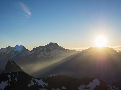 Extreme Terrain「Spectacular sunrise over mountains」:スマホ壁紙(17)