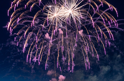 花火「spectacular, majestic fireworks display with colorful starburst explosives exploding in the night sky, rockets shot up bursting, glowing, sparkling and streaking lights during summer festival in Munich」:スマホ壁紙(16)