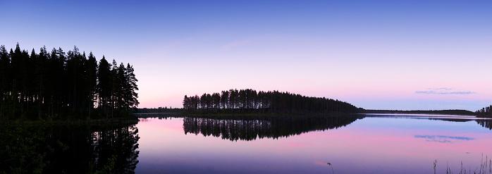 松林「Gastrikland、スウェーデンの湖の壮大な日の出」:スマホ壁紙(11)
