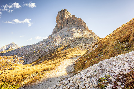 Steep「Spectacular hiking trail around Croda da Lago, Dolomite Alps, Italy」:スマホ壁紙(1)