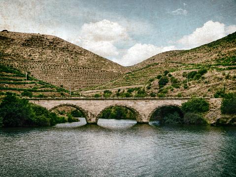 画像加工フィルタ「Old stone bridge in the Douro River Valley」:スマホ壁紙(14)