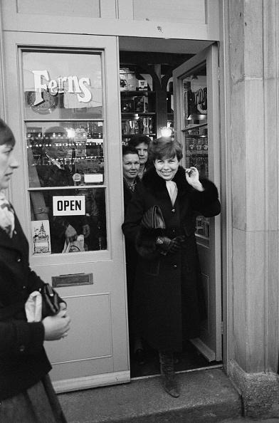 ヒューマンインタレスト「Raisa Gorbachev Visits Covent Garden」:写真・画像(4)[壁紙.com]