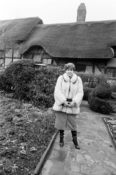 ビジネスと経済「Raisa Gorbachev Visits Anne Hathaway's Cottage」:写真・画像(16)[壁紙.com]