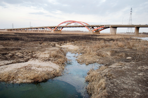 Summer Olympic Games「The Chao Bai He River runs dry on the outskirts of Beijing, China, 02 March, 2008.  Beijing has been criticized for holding the Olympics, as the games will add further stress on the cityês strained water supply.」:写真・画像(13)[壁紙.com]