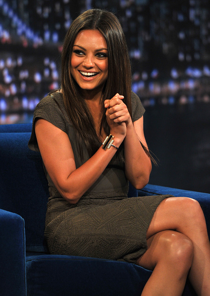 "Visit「Mila Kunis Visits ""Late Night With Jimmy Fallon"" - July 18, 2011」:写真・画像(11)[壁紙.com]"