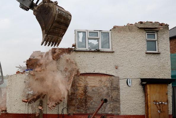 Demolishing「Mick Philpott's House Is Demolished」:写真・画像(11)[壁紙.com]