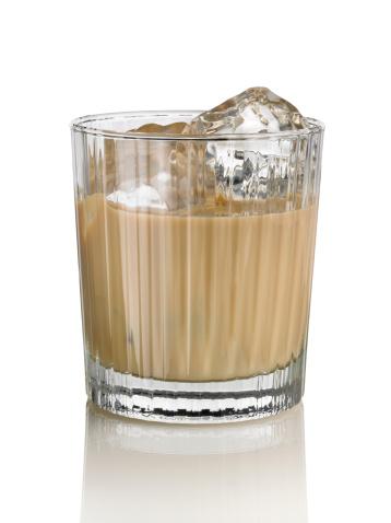 Liqueur「Irish cream liqueur in crystal glass」:スマホ壁紙(19)