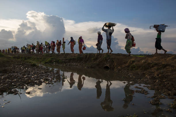 Paula Bronstein「Rohingya Refugees Flood Into Bangladesh」:写真・画像(0)[壁紙.com]