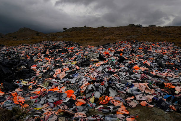 Migrant Life Jacket Graveyard Of Lesbos:ニュース(壁紙.com)