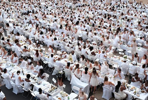 Dinner「Annual Dinner En Blanc Held In New York」:写真・画像(19)[壁紙.com]