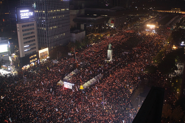 Seoul「Anti-Park Demonstrators Gather In Seoul Following Presidential Apology」:写真・画像(13)[壁紙.com]