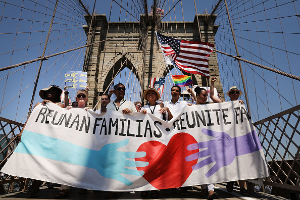 Dividing「Thousands Across U.S March In Support Of Keeping Immigrant Families Together」:写真・画像(6)[壁紙.com]