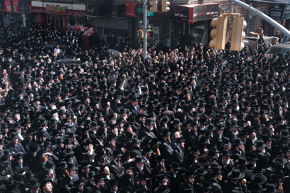 Funeral「Thousands Of Hasidic Jews In Brooklyn Mourn Passing Of The Skulener Rebbe」:写真・画像(19)[壁紙.com]