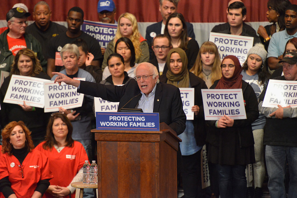 Middle Class「Protecting Working Families Tour By MoveOn.org And The Not One Penny Campaign With Sen. Sanders In Dayton, OH」:写真・画像(16)[壁紙.com]